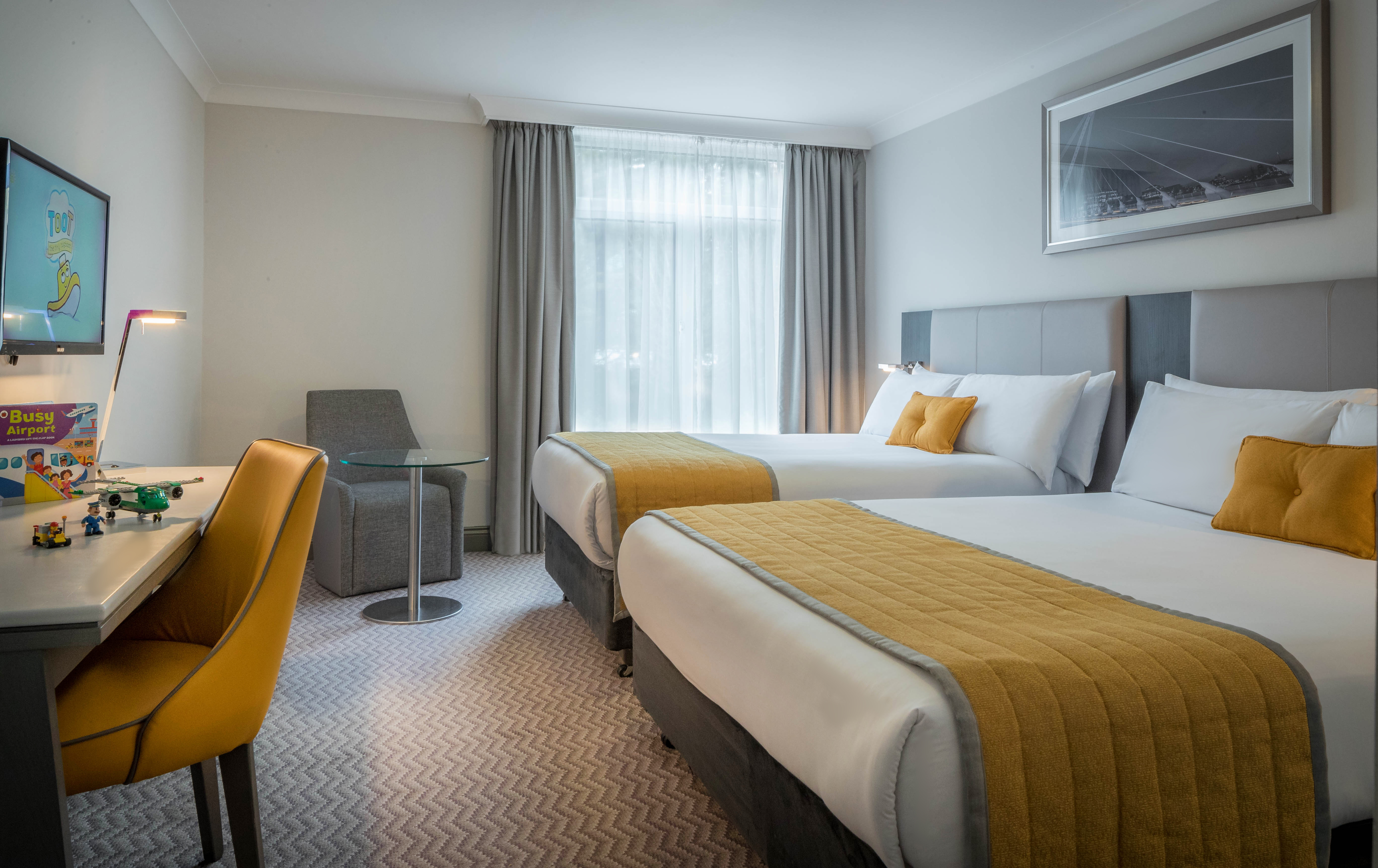 Maldron_Hotel_Dublin_Airport_Family_Room