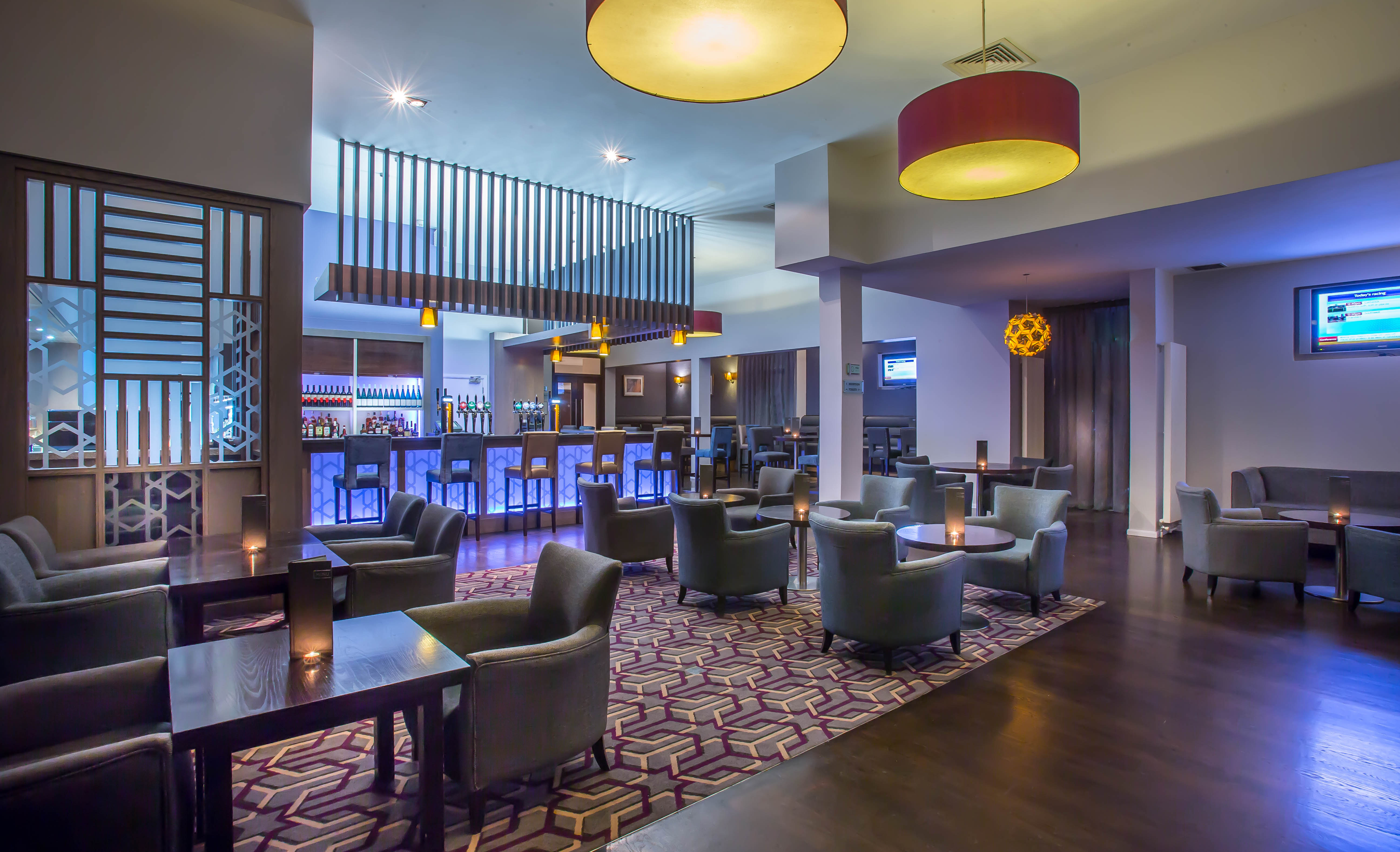 Maldron Hotel Dublin Airport Lobby Preparing Tail In Sky Bar At