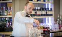 preparing_cocktail_in_Sky_Bar_at_Maldron_Hotel_Dublin_Airport