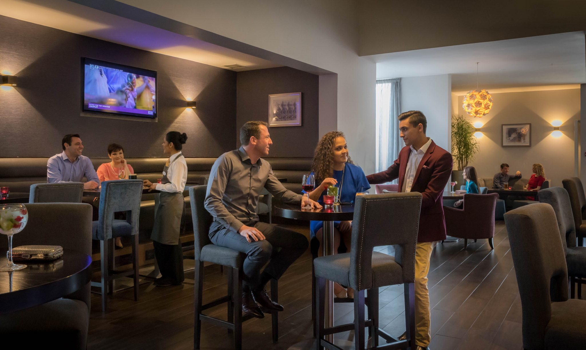 relax_and_unwind_in_The_Sky_Bar_at_Maldron_Hotel_Dublin_Airport