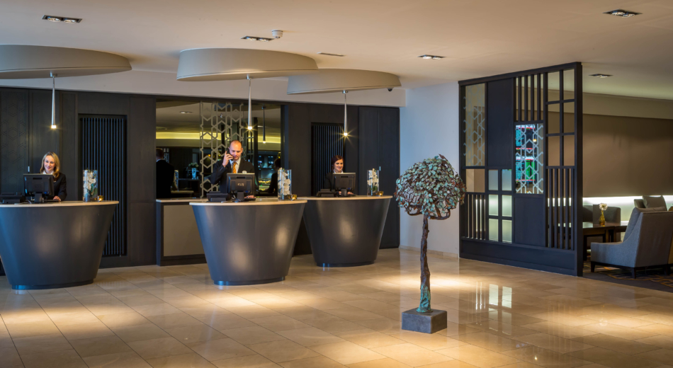 Maldron_Hotel_Dublin_Airport_friendly_reception_team_look_forward_to_welcoming_you