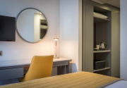 desk_in_Maldron_Hotel_Dublin_Airport_bedroom
